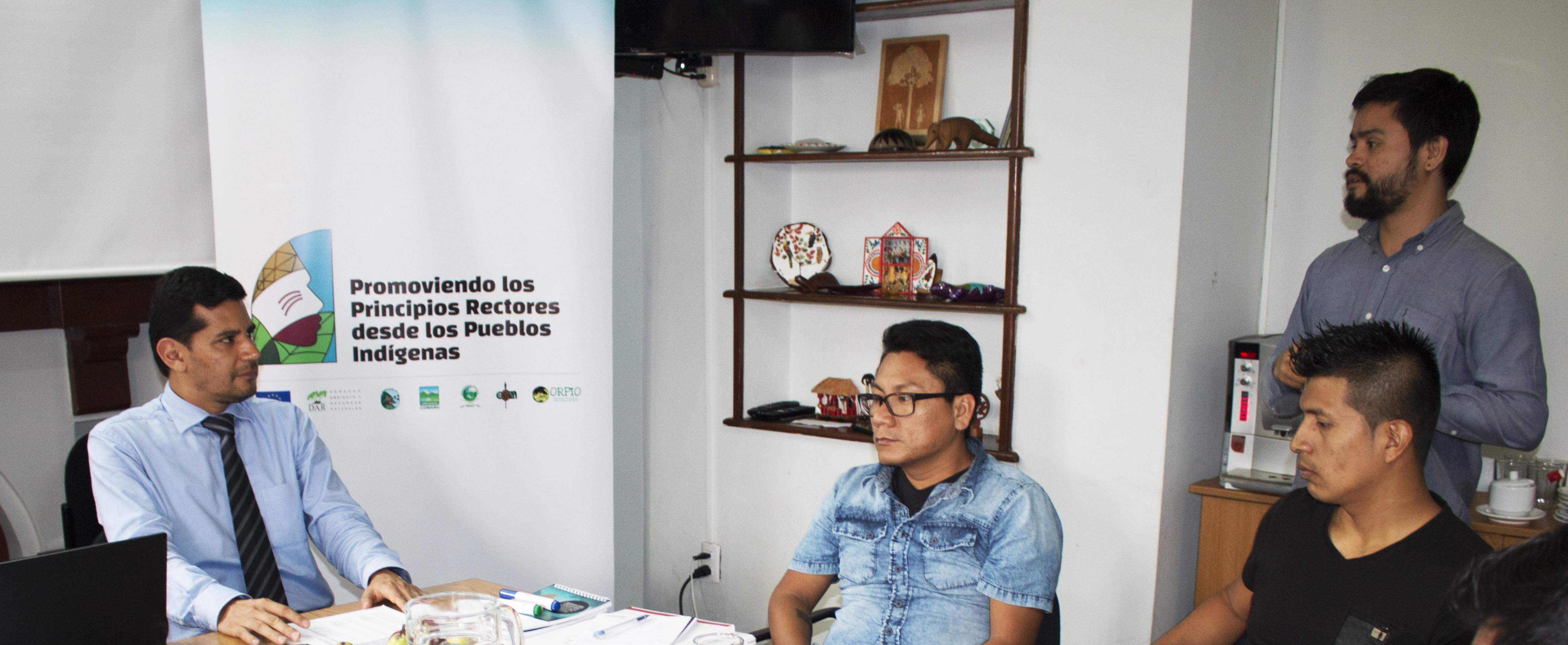 Alonso Cárdenas del Ministerio de Justicia explica el Plan Nacional de Acción de empresas y derechos humanos / Foto: DAR